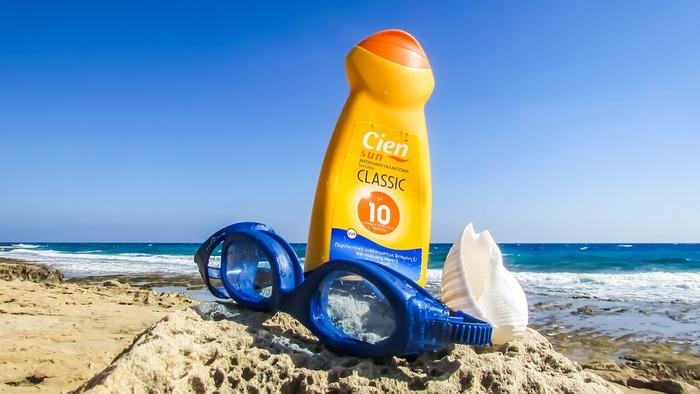 陽射しを浴びるのに日焼け止めを塗らないのはちょっと勇気がいりますが、陽の光の有効成分を得るためには塗らない方が効果的。日焼けは一般的に、紫外線を約20分浴びるとはじまると言われています。日光浴をする時はその時間内におさめるといいですね。