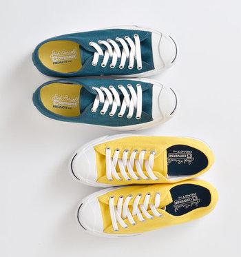 スポーツスタイルに欠かせない「スニーカー」は、イエローやグリーンなどのトレンドカラーを選ぶと◎。差し色に取り入れるだけで、コーディネート全体をおしゃれな雰囲気に仕上げてくれます。