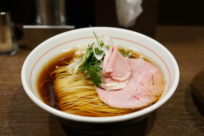 綺麗に揃った細麺はまるでアート。美しいスープとみただけでわかる柔らかいチャーシューはまるで芸術作品のよう。素晴らしく完成されたスタイルは圧巻です。