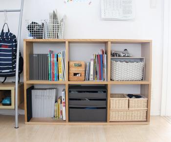 雑誌やノート、雑貨や文具など、同じ場所に置きたいけど分類が難しい…こんなときも、1ボックスごとに色々な収納アイテムを使って区切って収納できるので便利です。