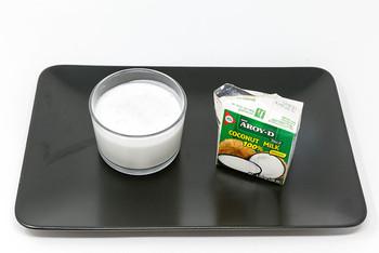 カレーやスープを作る時にぜひ使ってもらいたいのが、「ココナッツミルク」。まろやかで奥行きのある味わいになり、健康面でもメリットがたくさんありますよ。