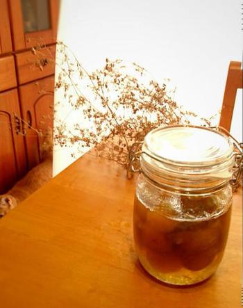 完熟梅は、通常は梅干しを作るとき使いますが、梅シロップを作ることもできます。濃厚な甘さとまろやかな風味で、酸味が苦手な方にはおすすめです。