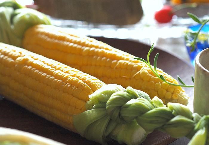 夏野菜の代表格であるとうもろこしにもカリウムが含まれています。特にヒゲ部分は利尿作用に優れているので、むくみ対策には積極的に活用しましょう。ヤングコーンならヒゲも甘くて美味しく食べられますよ。