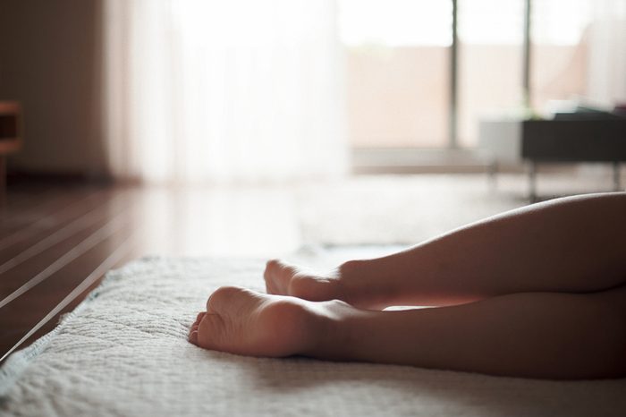 寝る前に水を飲むと、口の中が潤って寝つきが良くなります。また就寝中の脱水症状を和らげることができ、快眠にもつながります。