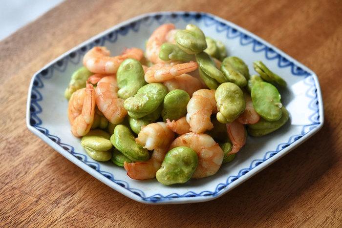 彩りが綺麗なえびとそら豆の炒め物。そら豆の薄皮を剥くのはちょっと面倒ですが、水を使わず炒めることでそら豆の濃厚な味わいを楽しめます。