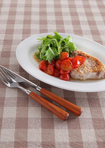 プチトマトをソースにしたレシピ。カジキマグロの他に豚肉や鶏肉のグリルにも使えます!