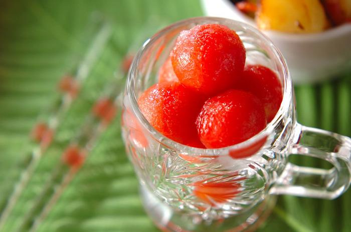 プチトマトを凍らせてグラニュー糖をかけただけで食後や食感のお口直しのグラニテに早変わり。ダイエット中などお口が寂しい時にも助けてくれる一品になりますよ。