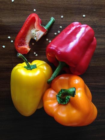 彩も綺麗な「パプリカ&玉ねぎ」のセットは、和・洋・中と幅広いレシピに活躍してくれます。料理によって切り方が少し違いますが、レシピを参考に野菜セットを作ってみてくださいね。