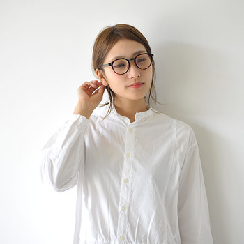 だからこそ、紫外線カットの機能をもつメガネやサングラスは大切。濃い色のサングラスだけではなく「UVカット」の機能が付いていれば、伊達眼鏡でも紫外線対策の効果があるのだとか。