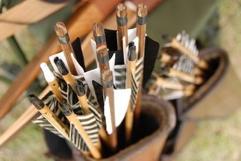 弓道やアーチェリーの教室の多くは、初心者向けに道具のレンタルを行っています。まずは気軽に始めて、長く続けられそうなら一式揃えるとよいでしょう。