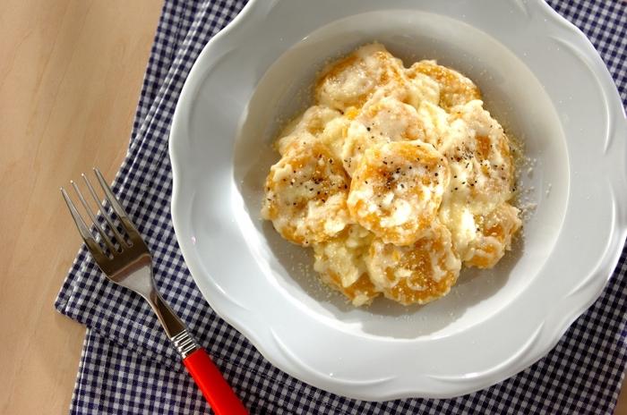 こちらはカボチャの甘味が効いたニョッキです。生クリームとチーズを使った濃厚なホワイトソースが好相性。カボチャの黄色い色が、ホワイトソースに映えておいしそうですね。