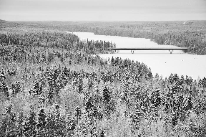 スウェーデンの冬は長く、寒く、暗くとても厳しいです。日本に暮らしていると、太陽を見ない日が続くという経験をする機会は少ないですよね。しかし、スウェーデンでは日常的に起こること。毎年やってくる長く厳しい冬を乗り越えるため、家での日々の生活をより大事にし、一つ一つ丁寧に暮らしています。北欧デザインが発展したのは、このためだと言われています。