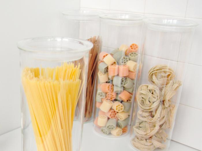 シンプルで使いやすい「KINTO(キントー)」のパスタキャニスターは、どんなキッチンにもよく馴染むスタイリッシュでシンプルなデザイン。凛とした佇まいは清潔感がありますね。