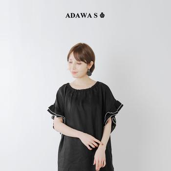 服もモノトーンで揃えると統一感ある素敵なコーデに♪ガーリーな印象のワンピースもブラックコーデで大人っぽく仕上がっていますね。