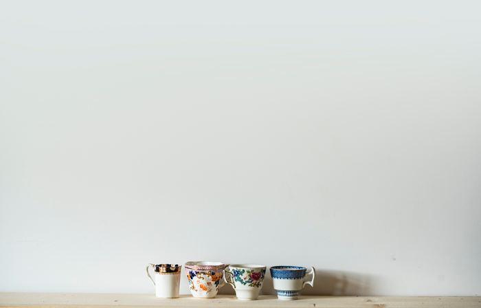 お茶やコーヒーなどにはカフェインが多く含まれています。そのためそれらを分解するために、より多くの水が必要となってしまいます。お茶やコーヒーなどは水分補給としてカウントせず、水分補給以外に飲む嗜好品として楽しみましょう。
