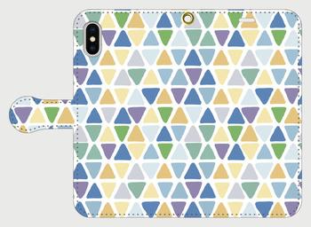 手帳タイプのスマホケースはしっかりとスマホを保護できるうえ、デザインをしっかりと楽しめますよね。手書きの三角は、ひとつひとつに味わいがあって、優しい雰囲気です。
