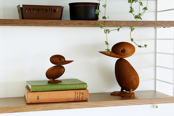 """「ARCHITECTMADE(アーキテクトメイド)」の""""BIRD(バード)""""は、1959年に発売以来世界中にファンを持つデンマーク発のオブジェです。職人が一つ一つ手作りで作り上げています。木の温かみを感じる滑らかなカーブは、うっとりとしてしまいます。"""