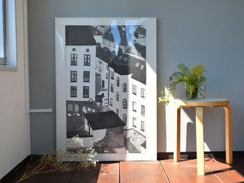 スウェーデン発のブランド「Fine Little Day(ファインリトルデイ)」のポスター。中でもおすすめは、イラストレーターのMona Johansson(モナ・ヨハンソン)の作品です。ストックホルムの街並みや美術館などを美しい曲線美で描かれています。