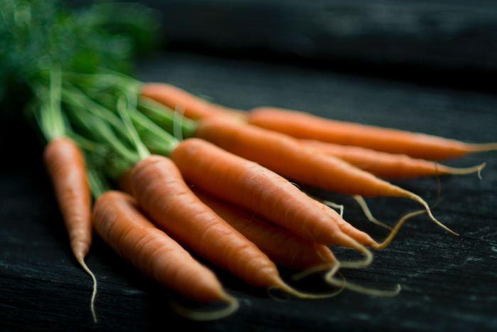 食物繊維たっぷりの「にんじん&ごぼう」セットは、サラダをはじめ、きんぴらやスープにも活用できます。レシピによっては皮付きのまま使用する場合がありますので、こちらも料理に合わせて野菜セットを作ってみてくださいね。