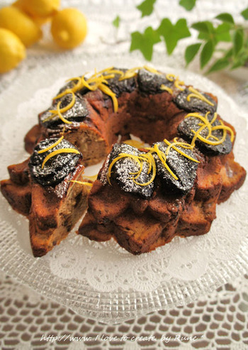 こちらのレモンケーキはしっとりとした仕上がりが特徴。豆腐か水切りヨーグルトを使うので、しっとりケーキになるんです。おからとプルーンも使った栄養豊富なケーキです。