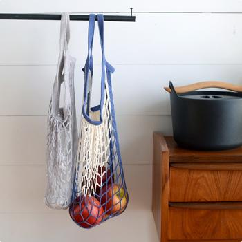 コットンのネットが涼しげな「FILT」のネットバッグ。海外のマルシェでは定番のバッグで、収納力があり使い勝手も抜群◎ネットなので入れるものによって形が変幻自在です。丈夫なネットを使っているのでガシガシ使えます。