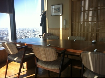 テーブル席のほか、8~10人用の個室があります。こちらの個室席は眺めが良く、ゆったりとした空間。大切な方とのランチや記念日にいかがですか?