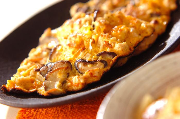 鶏ひき肉とシイタケ、ニンジン、白ネギが入った栄養満点の卵焼き。ボリュームがあるので夕食の一品にもなります。