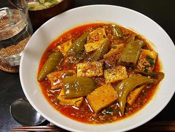 暑い季節に食べる麻婆豆腐の美味しさは格別!そんな麻婆豆腐に食感も楽しい万願寺唐辛子をプラス。栄養も食べ応えも倍増のレシピです。