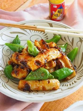 甘辛いタレをちくわと万願寺唐辛子に絡めるように炒めた一品はご飯のお供に最適です。安価で作れちゃうのも嬉しいですね。