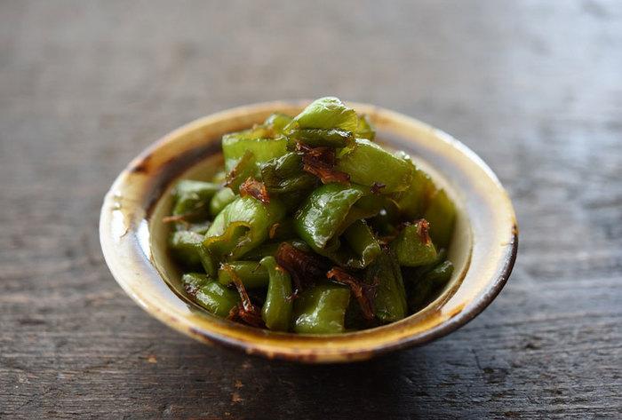 こちらは醤油ベースで作る万願寺唐辛子の甘辛煮。10分以下で作れる簡単美味しいレシピです。
