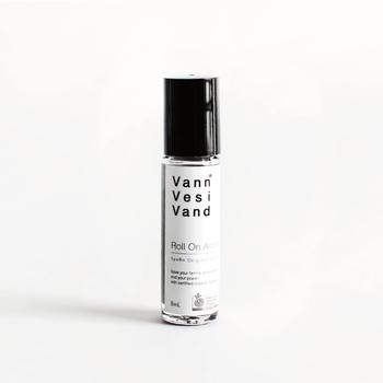 原料はすべて有機認定を受けたものを使っており、安心安全なアロマオイルになっています。ハーブとスパイスが混ざった爽やかな香りに心が癒されます。