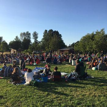 自然豊かなポートランドは、ゆったりとした日常が流れます。 夏は夜の21時でも明るく、夕方からのピクニックを楽しむこともあるんだとか。毎週木曜日の夕方にコンサートを開催している農場もあるそうです。