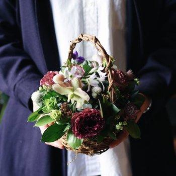 お部屋をぱっと明るく、かわいらしくしてくれる花のプレゼント。相手の方のイメージの色で花束を造ってみてはいかがでしょうか。 「ずっとお元気で」と言う気持ちを込めて、枯れることのないブリザーブドフラワーもおすすめです。
