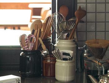 お料理がもっと楽しくなる、デザインが素敵なキッチングッズも狙い目。例えば、木製キッチンツール・キャニスターなど、小物だと気軽にプレゼントしやすいです。また、料理が時短になるような便利グッズもおすすめです。 電化製品のような大きなものは、実際に今使っているものがあるかどうか、さりげなくリサーチしておきましょう。