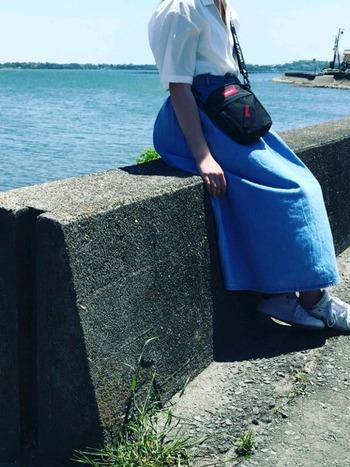 スニーカーやサンダルとの相性も抜群のGUのデニムスカートは一つあると一年中大活躍!  お手頃価格でサイズも豊富に揃っているので、自分にぴったりのデニムスカートを気軽に試すことができます。  全体的に、トップスはデニムスカートにインして着こなすのがトレンドの主流となっています。足長効果も期待できますので、是非お試しください♪ではさっそくスカートの種類や季節別にお手本コーデをご紹介していきます。