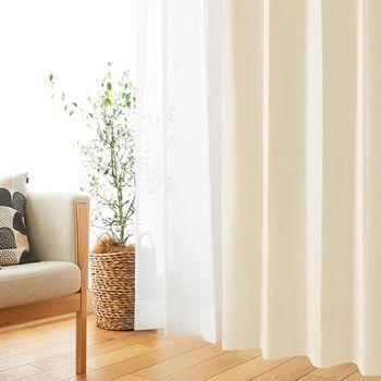UV対策は外出時だけ…という方も多いと思いますが、実はお家にいるだけでも紫外線を浴びてしまいます。UVAという紫外線は、窓から部屋にも入って来るため、お部屋の中でも紫外線対策は必須です!お家のカーテンを「遮光カーテン」に変えてみませんか?