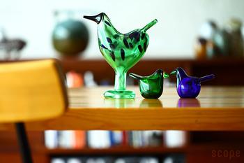 1972年に生まれたバードは世界中にコレクターがいる憧れのディスプレイ。綺麗な色合いのガラスのバードは、見とれるほどの美しさ。テーブルにちょこんと置けば、凛とした爽やかな空間に。