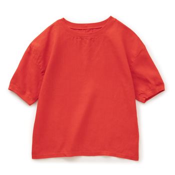 ゆったりシルエットのリネン100%のTシャツは速乾性も良く、毎日でも着ていたくなりそう。 襟と袖口はコットン性で伸び縮みしやすいので着脱もしやすいですよ。