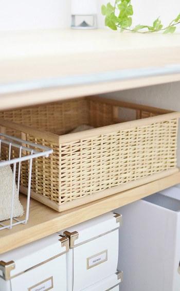 細かいものが多くなりがちな洗面所には、取り出しやすく、ナチュラルに馴染むバスケットがおすすめです。タオルや化粧小物など、細々したものの収納に◎。