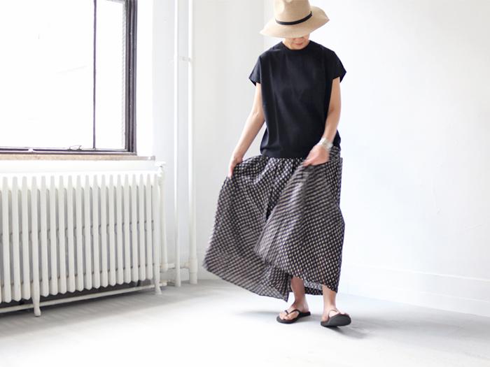 Tシャツやワンピースなどシンプルな装いが多くなる夏は、普段は敬遠してしまうような「柄物」に挑戦してみたくなる季節です。 夏のコーディネートに1アイテム取り入れて、いつもとは一味違うおしゃれな着こなしを楽しんでみませんか?