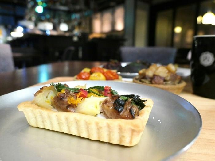 リードヴォー&下仁田ねぎのタルトは、タルトイコール甘いという概念を覆してくれる斬新で優しい美味しさ。華やかさも話題性もナンバーワン。