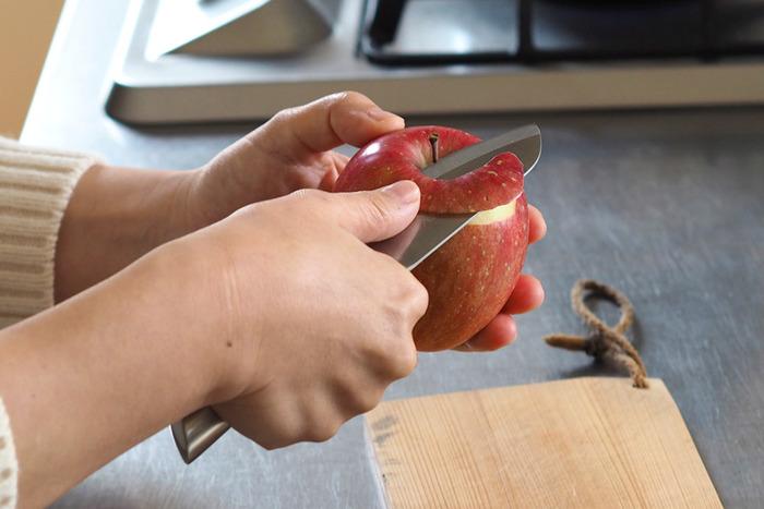 野菜の皮むきや薬味の用意、ちょっとしたお料理の際に便利に動いてくれるのがペティナイフです。小回りの利くペティナイフを相棒にすれば、キッチンの作業がもっと快適になるかもしれませんよ。