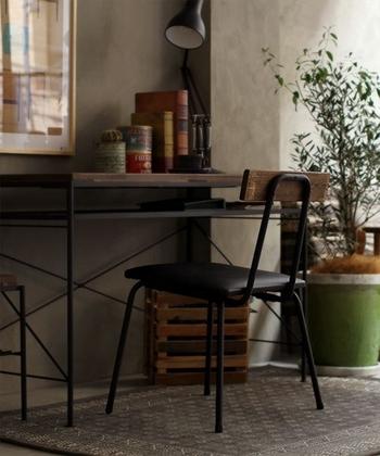 良く動かす家具の足元に、ちょっとした一工夫と守りのラグでおしゃれで綺麗な床をキープしましょう。