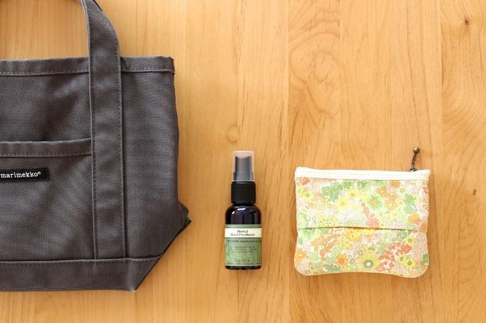 汗をあまりかかない場所に、少しずつ分散させてつけておくとふんわりと香ります。上半身だと香りが強くあらわれてしまうことがあるので、下半身を中心につけるのがおすすめ。太ももの内側や足首などに控えめにつけるといいですね。