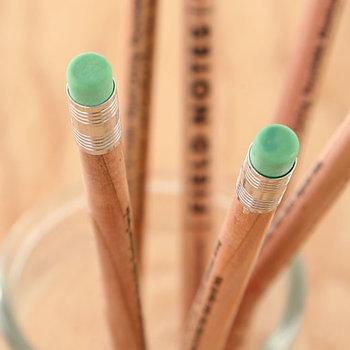 さらに、消しゴムは自然分解が可能で、接続部分のアルミもリサイクル可能!環境に配慮したものだけで作られた、こだわりの鉛筆です。