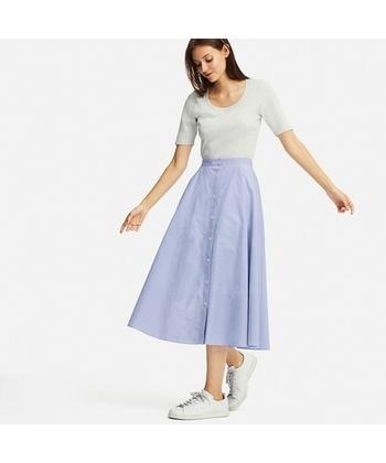 フロントボタンのスカートが引き続き人気です!定番のサーキュラースカートにマンネリを感じたら、フロントボタンタイプでコーデにちょっと変化をつけて、気分をチェンジしてみるのもおすすめ。