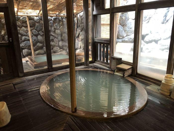 旅館ですが、大人約650円で立ち寄り入浴ができるそう。ただし、注目すべきが、宿泊者の特典です* 姉妹館である「蔵王国際ホテル」「四季のホテル」のお風呂に無料で入れる湯めぐり手形や、上湯・下湯・川原湯共同浴場の無料入浴券などを頂けます。  とことん湯巡りを楽しみたい方は、宿泊するのも良いかもしれませんね。