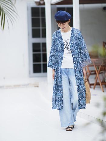 透け感を活かしたレイヤードの着こなしもおすすめ。Tシャツにデニムを合わせたカジュアルなスタイルにさらりと羽織れば、ちょっとフェミニンな雰囲気になりますね。