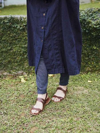 レギンスを取り入れたコーデがトレンドの今、夏も引き続き注目のアイテムです。ブランドの定番人気「はき心地満点レギンス」は医療用の靴下などの製造をしている奈良県の工場で作られていて、シルク糸を裏に使っているので肌ざわりがとてもなめらか。 締め付けを抑えたゆるさも程よく、その名のとおりはき心地の良さが魅力です。