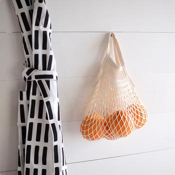 マイバッグとしてはもちろん、収納袋として吊り下げておいても絵になります。コットン製のネットを使っているので、爽やかな夏らしさも感じられますね!